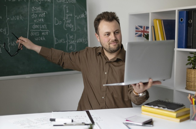 a British teacher offering an online SPAG lesson to his students