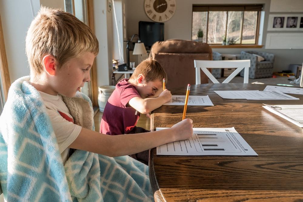 children attending online school